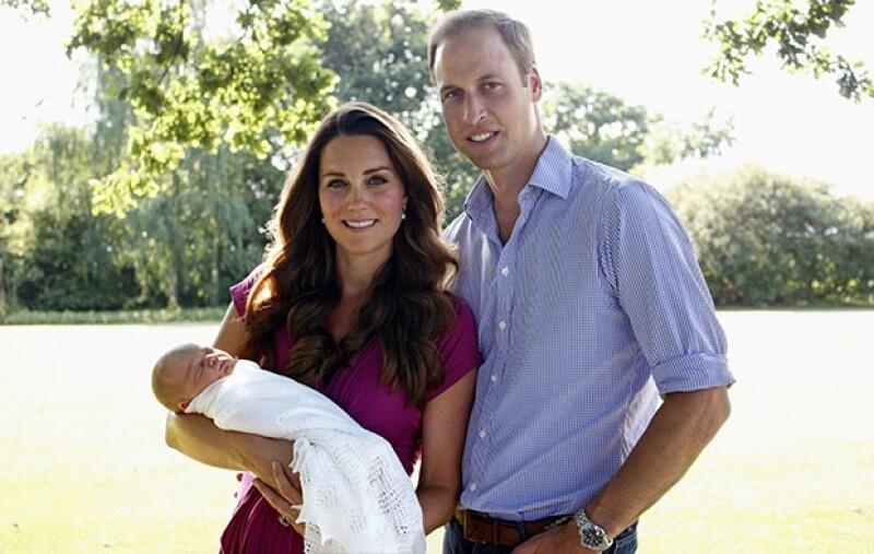 La mañana de este lunes se anunció oficialmente que los Duques de Cambridge le darán un hermanito al príncipe George.
