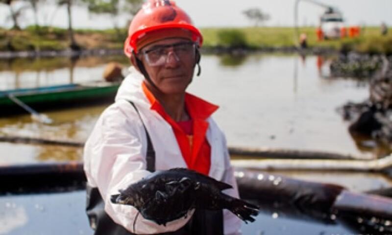 La Semarnat informó que el derrame comenzó el 31 de diciembre en un oleoducto de Pemex. (Foto: Greenpeace)