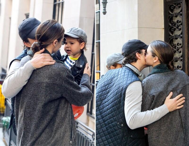 Miranda se despidió de Flyn y Orlando con un beso en la mejilla.