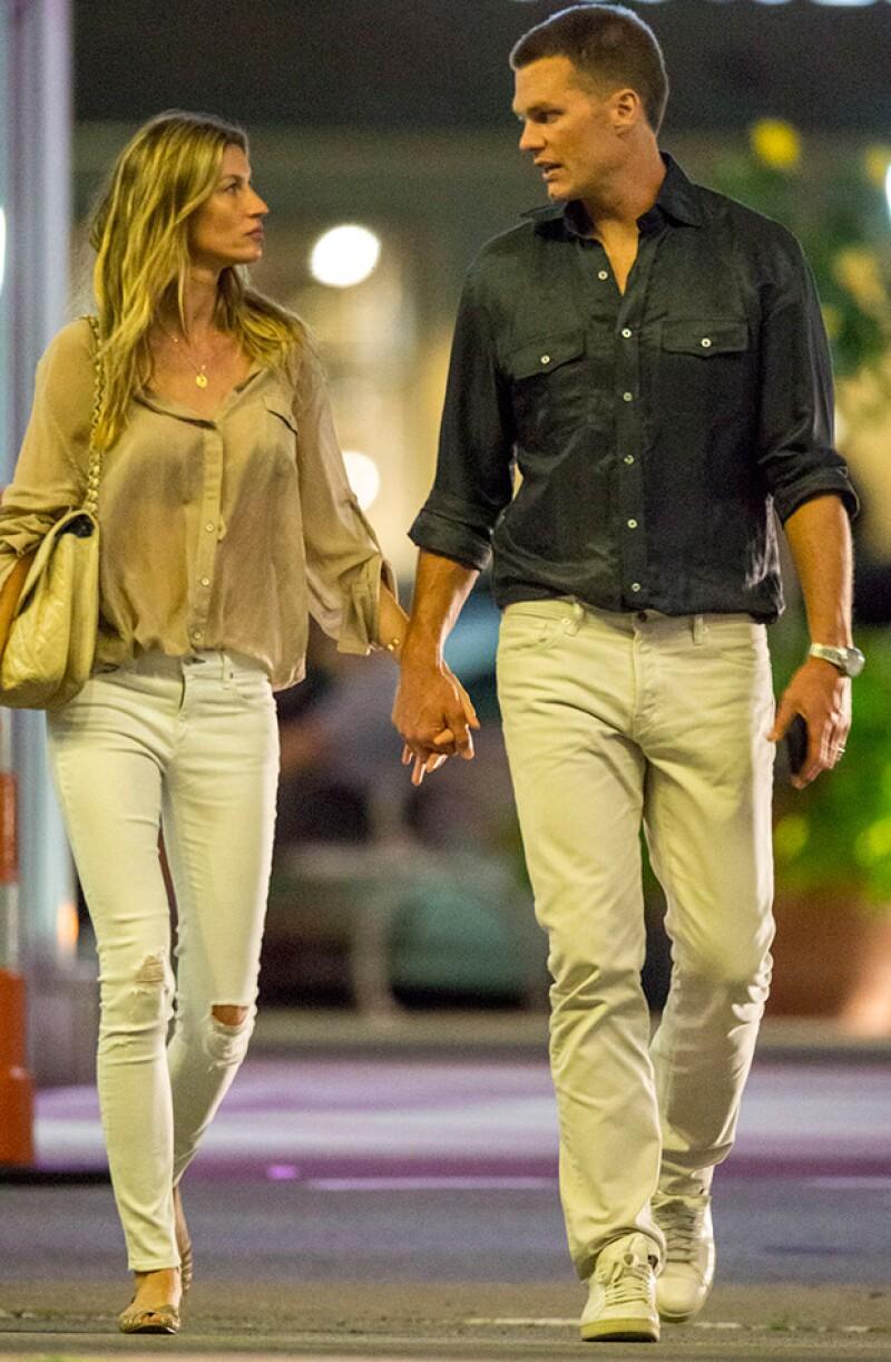La top model y el quarterback de los Patriotas fueron fotografiados tomados de la mano en Boston, echando abajo las especulaciones de una crisis matrimonial tras el Deflategate.