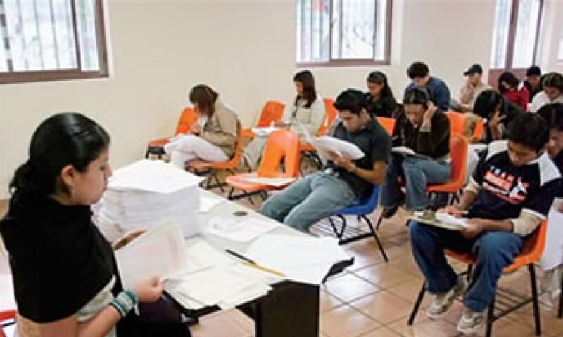 (Foto: Un maestro en Tlaxcala puede ganar en promedio 9,000 pesos al mes y uno en Guerrero, hasta 24,000 pesos. )