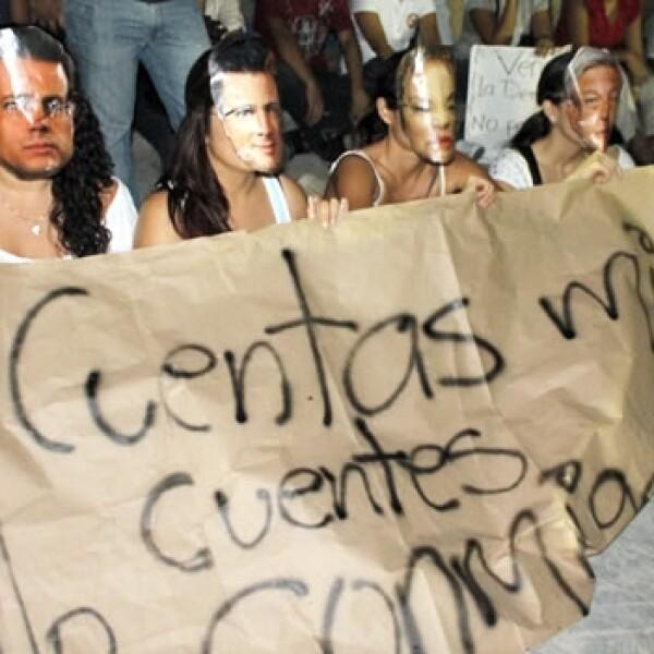 #Yosoy132 protesta ante sede del ife en Cancún 2