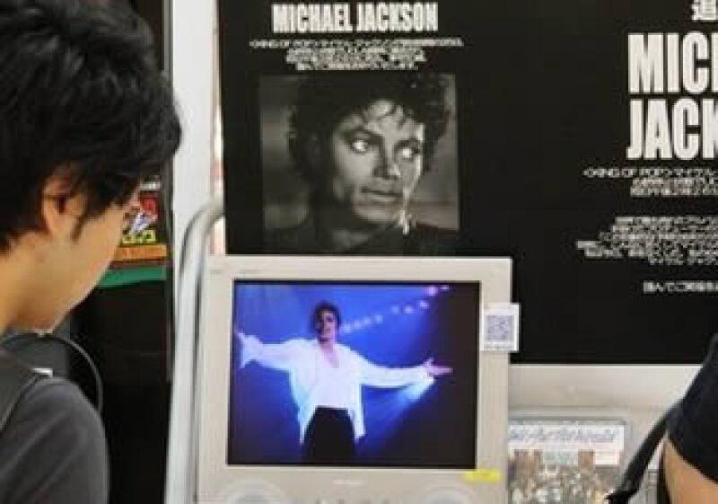 Los sitios en Internet colapsaron por el volúmen de visitantes que opinaban o buscaban información relacionada con Michael Jackson. (Foto: AP)