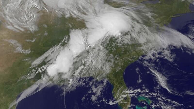 El sistema de tormentas que generó varios tornados en Estados Unidos el domingo y este lunes