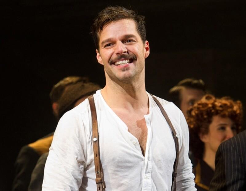 Ricky Martin en su primera función de Evita en Broadway. El cantante recibió muy buenas críticas por su actuación.