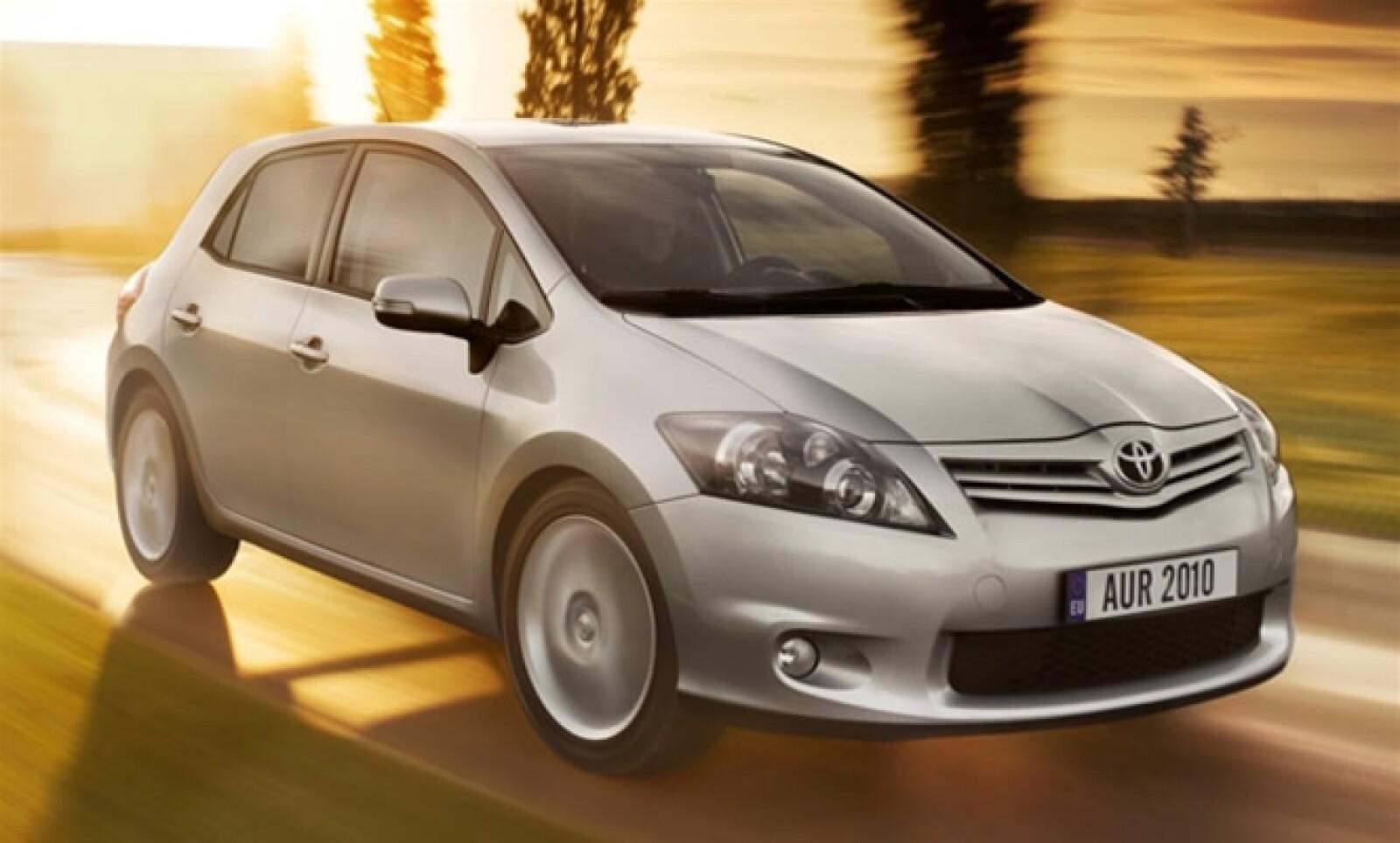 Este modelo de serie, basa su desarrollo sobre en el Auris HSD Concept que se presentó en el Salón de Frankfurt de 2009. Ese prototipo aceleraba de 0 a 100 kilómetros por hora en aproximadamente diez segundos, y aún así ofrecía un ahorro de combustible en