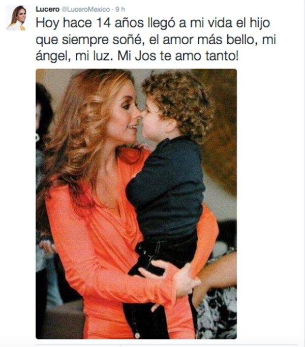Con esta foto la cantante felicitó a su hijo, quien cumplió la semana pasada 14 años.