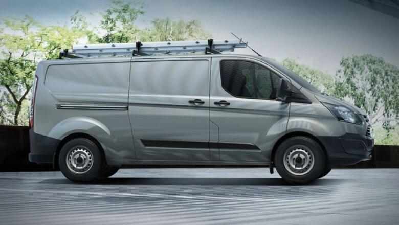 Ofrece versatilidad en sus versiones de Chasis Cabina, Van de carga y de pasajeros.