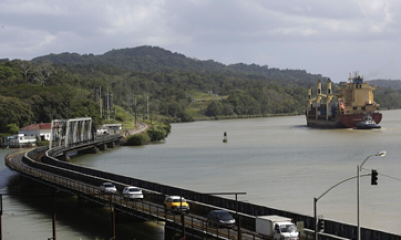El grupo reclama 1,600 mdd por supuestos sobrecostos. (Foto: Reuters)