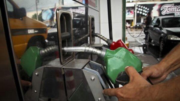 De enero a noviembre de 2013, el subsidio a las gasolinas y el diesel sumó 99,951 mdp. (Foto: Cuartoscuro)