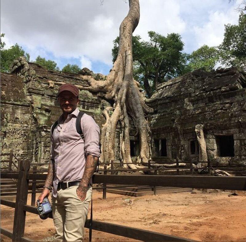 El ex futbolista posando en el templo Ta Prohm, ubicado en el complejo de Angkor, declarado Patrimonio de la Humanidad por la Unesco en 1992.