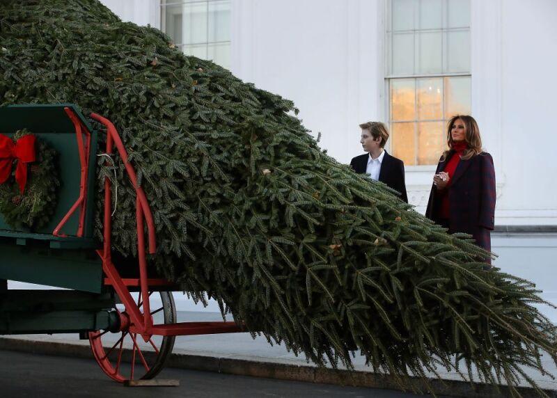 Melania Trump prepara la navidad en la Casa Blanca 3.jpg