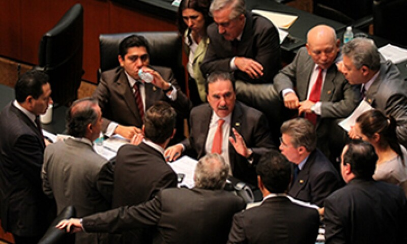 Los senadores esperan aprobar en lo particular este domingo por la noche o las primeras horas del lunes el tercer dictamen energético. (Foto: Cuartoscuro)