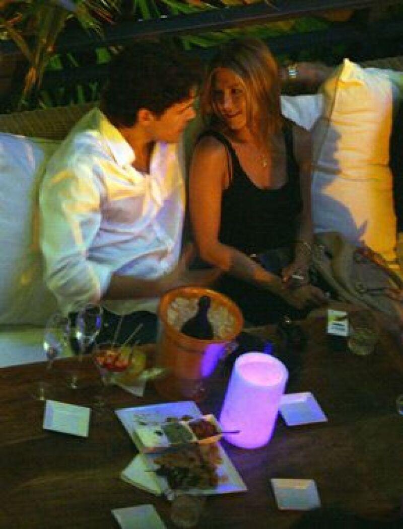 Existen rumores sobre una futura boda con John Mayer, la prensa estadounidense comenta que el músico ha diseñado un anillo de compromiso que le entregará a Jen muy pronto. (Foto: Archi