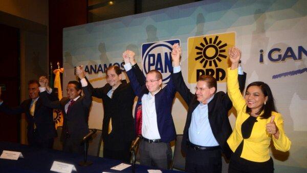 Los dirigentes nacionales del PAN, Ricardo Anaya y del PRD, Agustín Basave, presentaron a los ganadores virtuales a gobernadores de Veracruz, Quintana Roo y Durango.