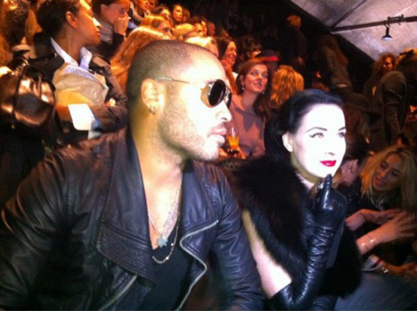 Lenny Kravitz junto a Dita Von Teese en uno de los múltiples eventos que tienen, la foto fue tomada por @candyTman