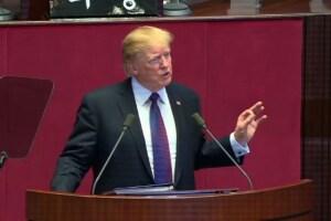"""Trump le pide a Corea del Norte que no """"subestime"""" la determinación de EU"""