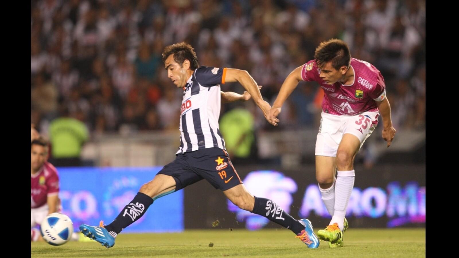 César Delgado de Monterrey fue expulsado y no pudo ayudar a su equipo
