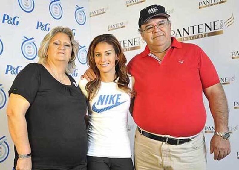El día de ayer, Marco Antonio Espinosa Morales, padre de la medallista olímpica, murió a causa de un infarto a lo 57 años de edad.