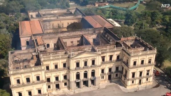Indignación en Brasil por el incendio que destruyó el Museo Nacional de Río