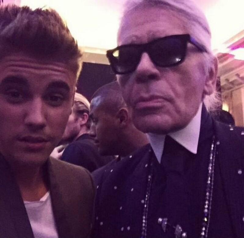 Momento fashionista, Justin Bieber con Karl Lagerfeld.