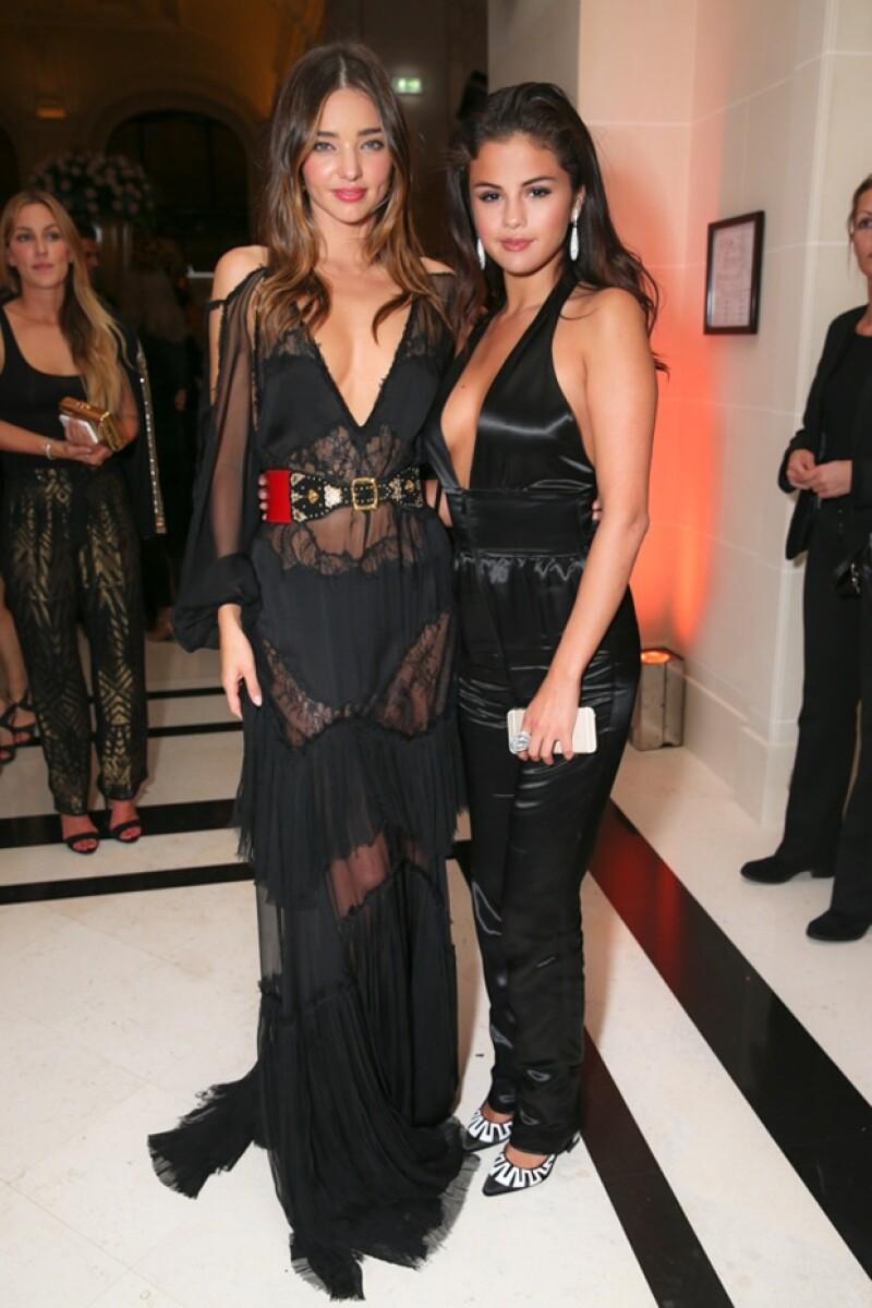 Luego de la polémica que el ex de Miranda y el novio de Selena protagonizaron hace unos meses, ellas posaron juntas en una exclusiva fiesta en París.