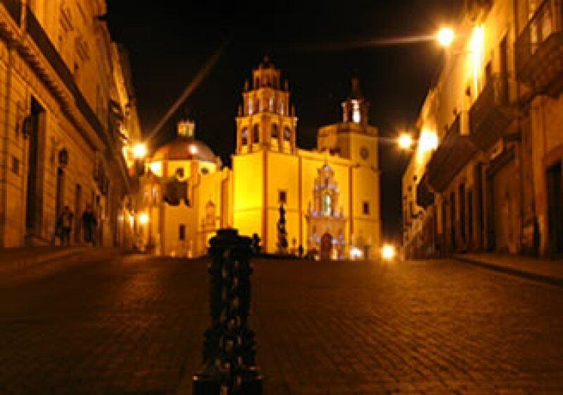 Con el Programa Ciudad Luz, serán ejercidos más de 50 mdp en la iluminación del Cerro de la Bufa, la Alhóndiga de Granaditas, las zonas peatonales del centro histórico y otros lugares. (Foto: Cortesía SXC)