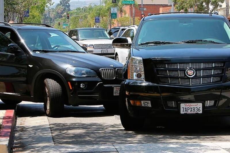 La camioneta en la que era trasladado el exitoso cantante juvenil se impactó con otra en Beverly Hills cuando circulaba a gran velocidad para evitar a los fotógrafos; Justin Bieber salió ileso.