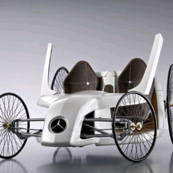 La parte delantera, que asimila un auto de F1, está hecho de fibra de vidrio.