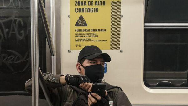 En vagones y en algunas estaciones de la línea 2 del Sistema de Transporte Colectivo (STC) Metro, fueron colocados los letreros de: zona de alto contagio, los cuales invitan a los usuarios a seguir con mayor importancia las medidas de prevención para evitar la propagación de Coronavirus (Covid-19).