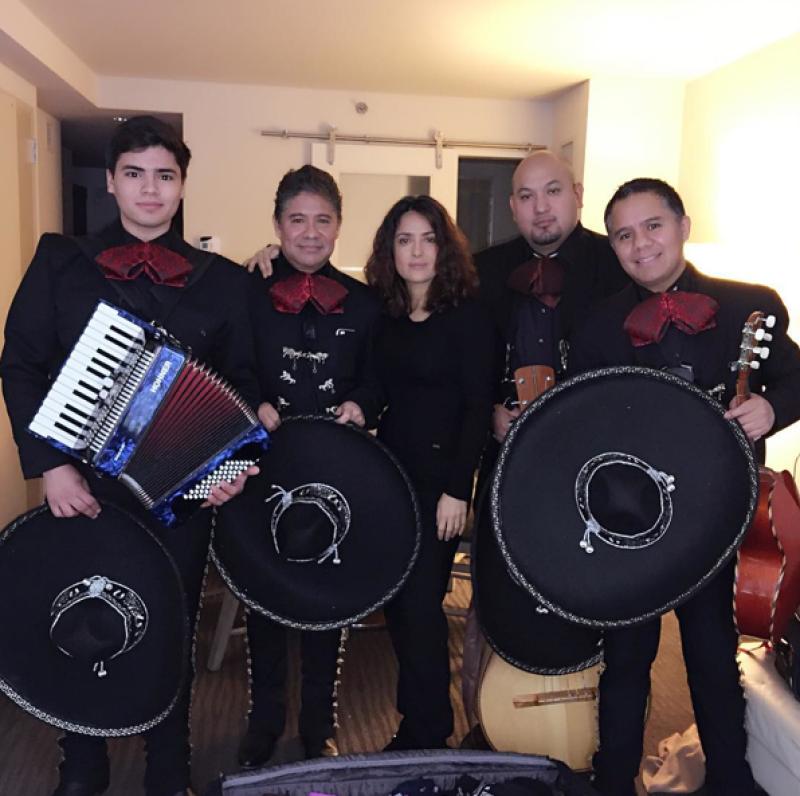 Henri Pinault envió una serenata con mariachi a Salma.