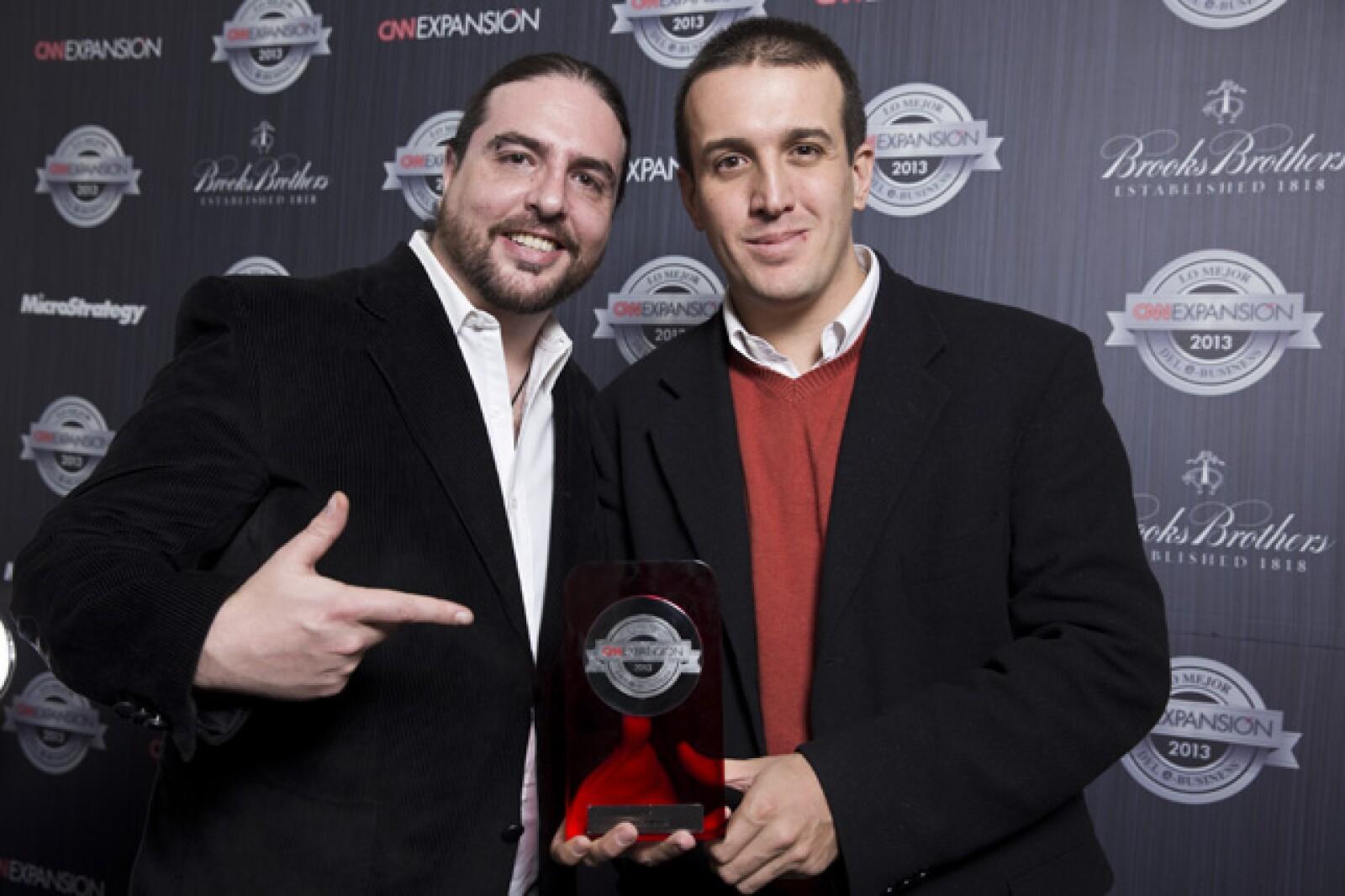 Diego Rendón y Juan Carlos Cardozo, community manager y country manager de Taxibeat México, recibieron el galardón de Premios CNNExpansión a la Mejor App.  En 2013, un total de 28 finalistas aspiraron al reconocimiento.