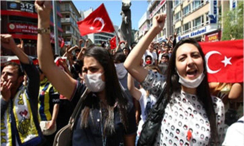 El acuerdo para reurbanizar un parque en Estambul generó protestas de la sociedad turca.  (Foto: tomada de CNNMoney)