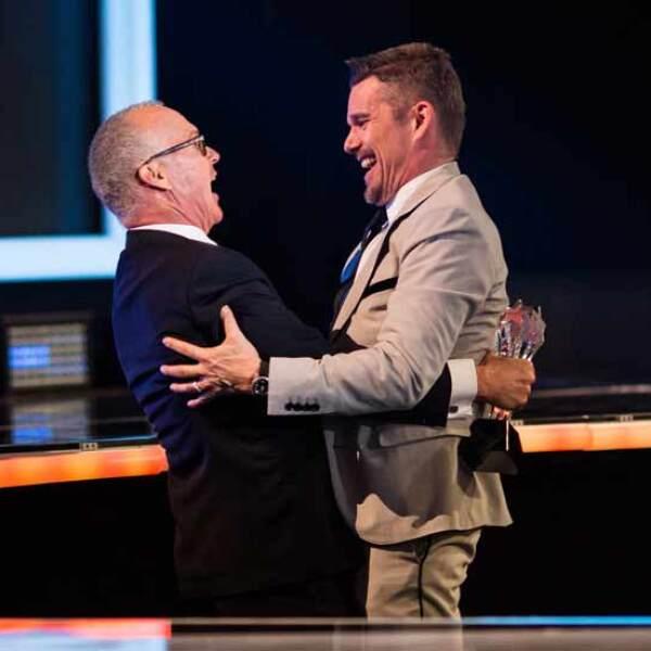 Michael Keaton y Ethan Hawke no pudieron ocultar lo felices que se encontraban por subirse al escenario juntos.
