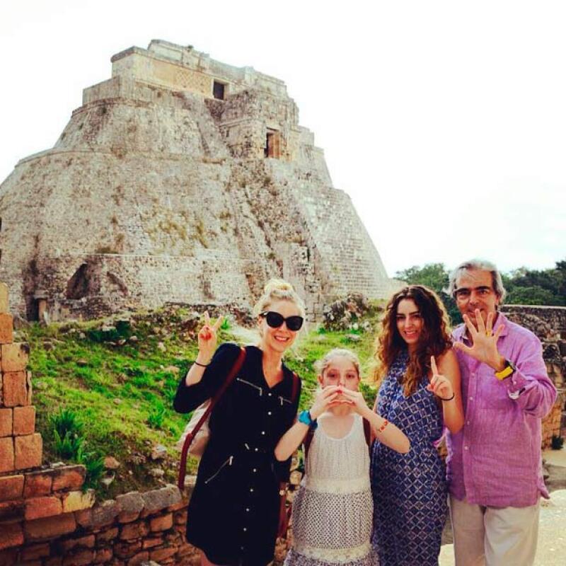 Después de publicar una fotografía con su hija Constanza, Edith González le dio la bienvenida al 2015 con su familia en zona arqueológica.