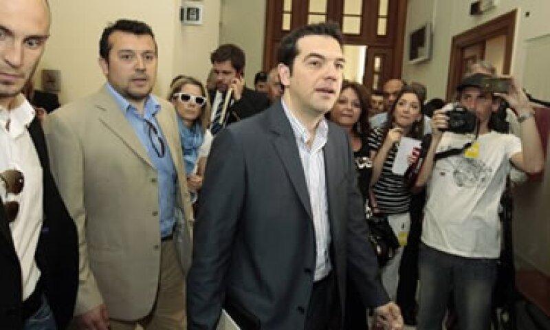 Alexis Tsipras indicó que enviará una carta a las autoridades europeas diciendo que el acuerdo de rescate ya no es vinculante porque los griegos votaron contra él. (Foto: Reuters)