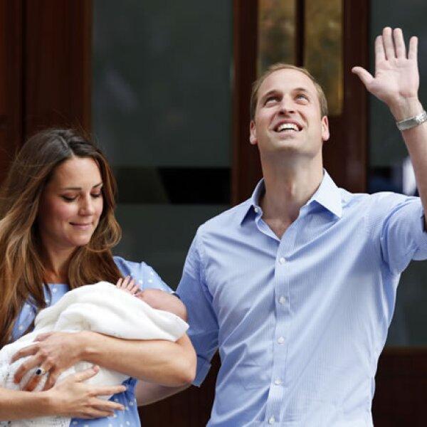 Como cualquier otro padre, fue Guillermo condujo el automóvil en el que partieron llevando consigo a su ahora familia de tres.