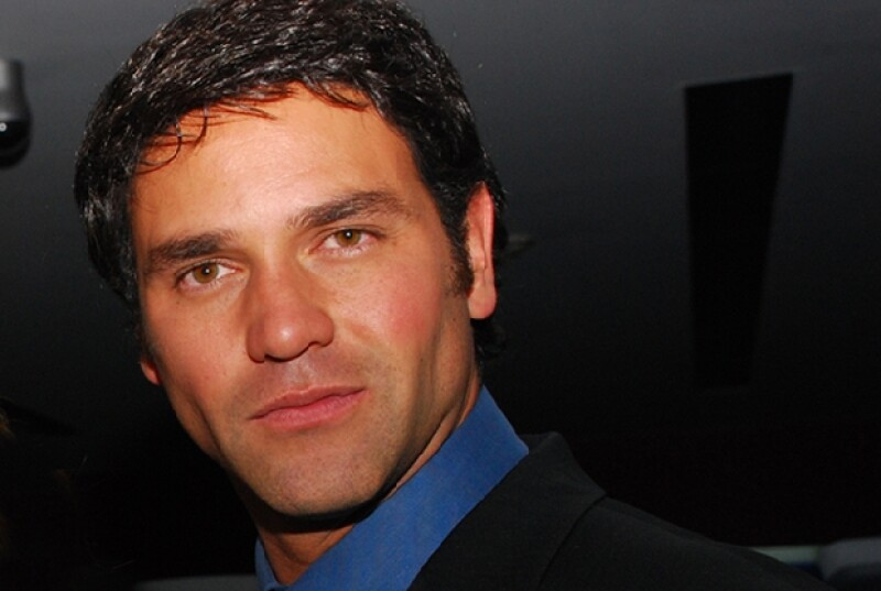 El actor celebrará su 35 aniversario con el estreno de `Llena de amor´, un remake de la venezolana `Mi gorda bella´, en la que comparte protagónico con Altair Jarabo y Ariadne Díaz.