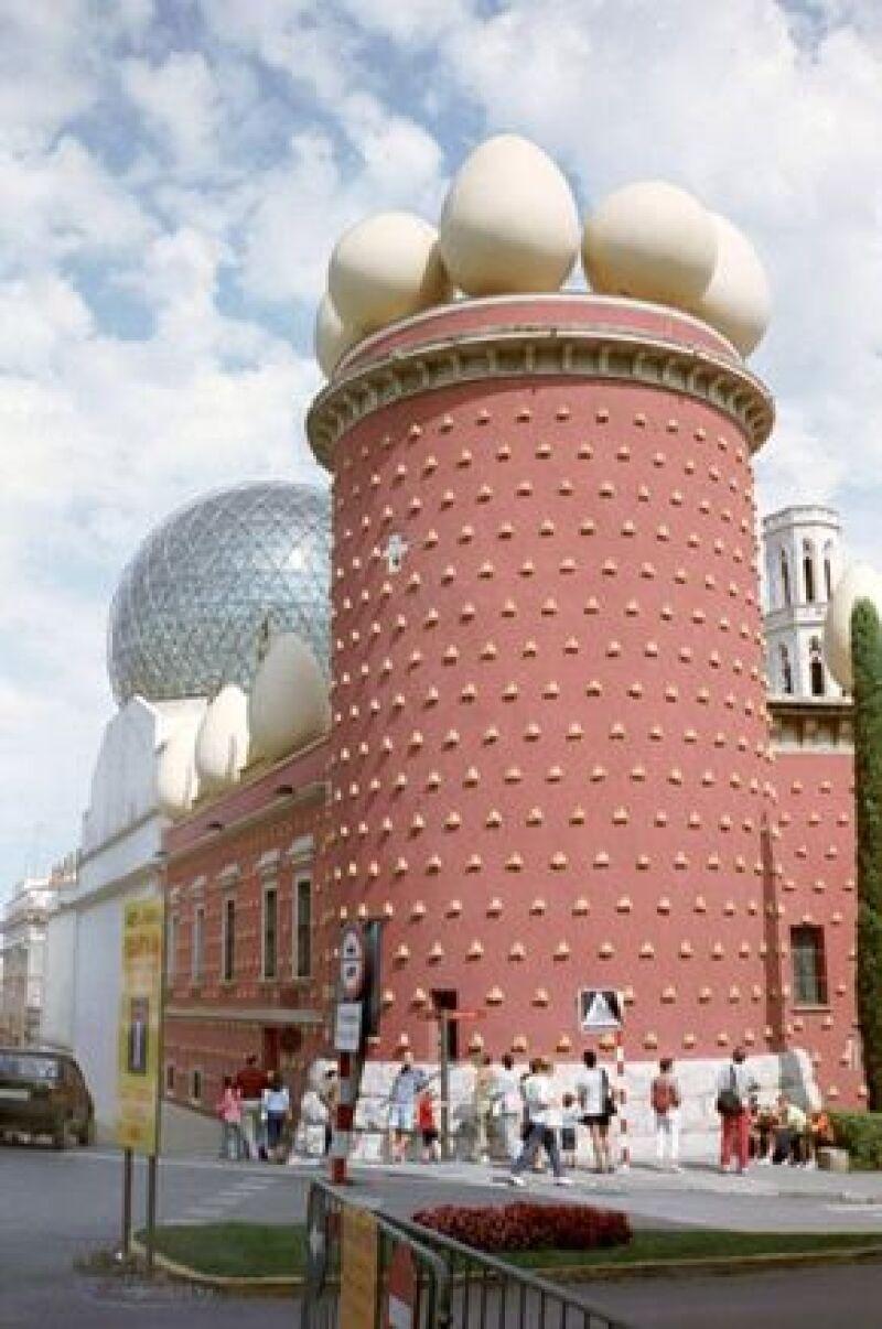 En los años 70 el artista creó e inauguró el Teatro-Museo Dalí, en Figueres, donde está expuesta una gran colección de su obra.