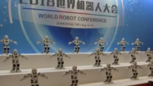 Miles de robots humanoides se reúnen en Beijing