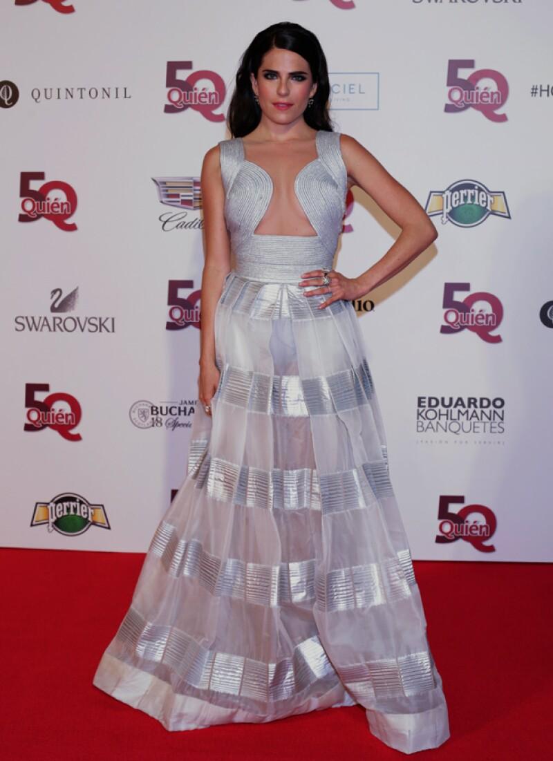 La actriz asistió a la gala organizada por Quién®, en donde lució arriesgada y no erró en su decisión. Ella se vistió ad hoc para la noche en que recibió el reconocimiento por transformar a México.
