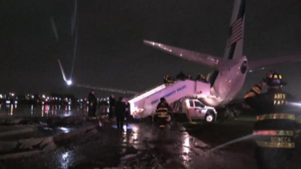 El avión que transportaba a Mike Pence se sale de la pista