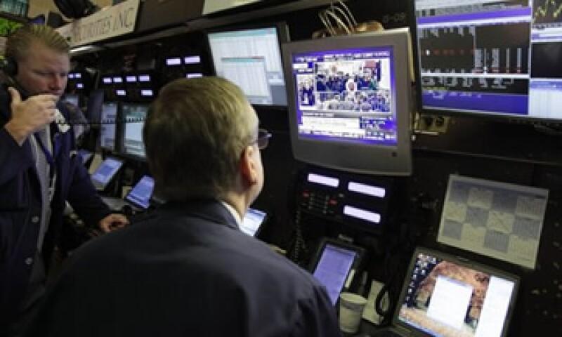 Wall Street subió este jueves por por la caída de los pedidos de subsidios por desempleo a mínimos de casi cuatro años.  (Foto: AP)