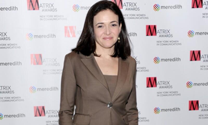 La semana pasada, Sandberg vendió cerca de 7.4 millones de dólares en acciones de Facebook. (Foto: AP)