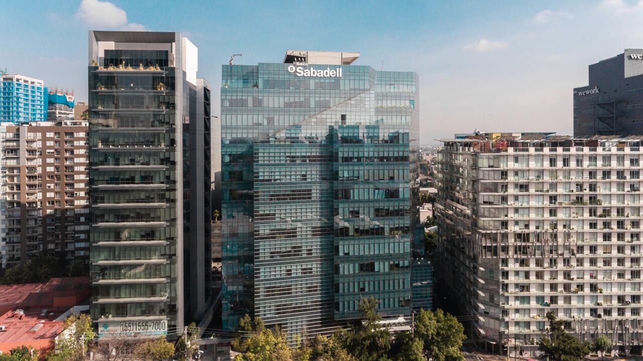 Banco Sabadell analiza salir de México
