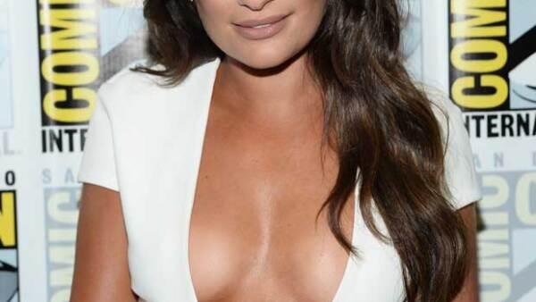 La actriz dejó a la vista sus atributos con un vestido súper ajustado y una profunda abertura.