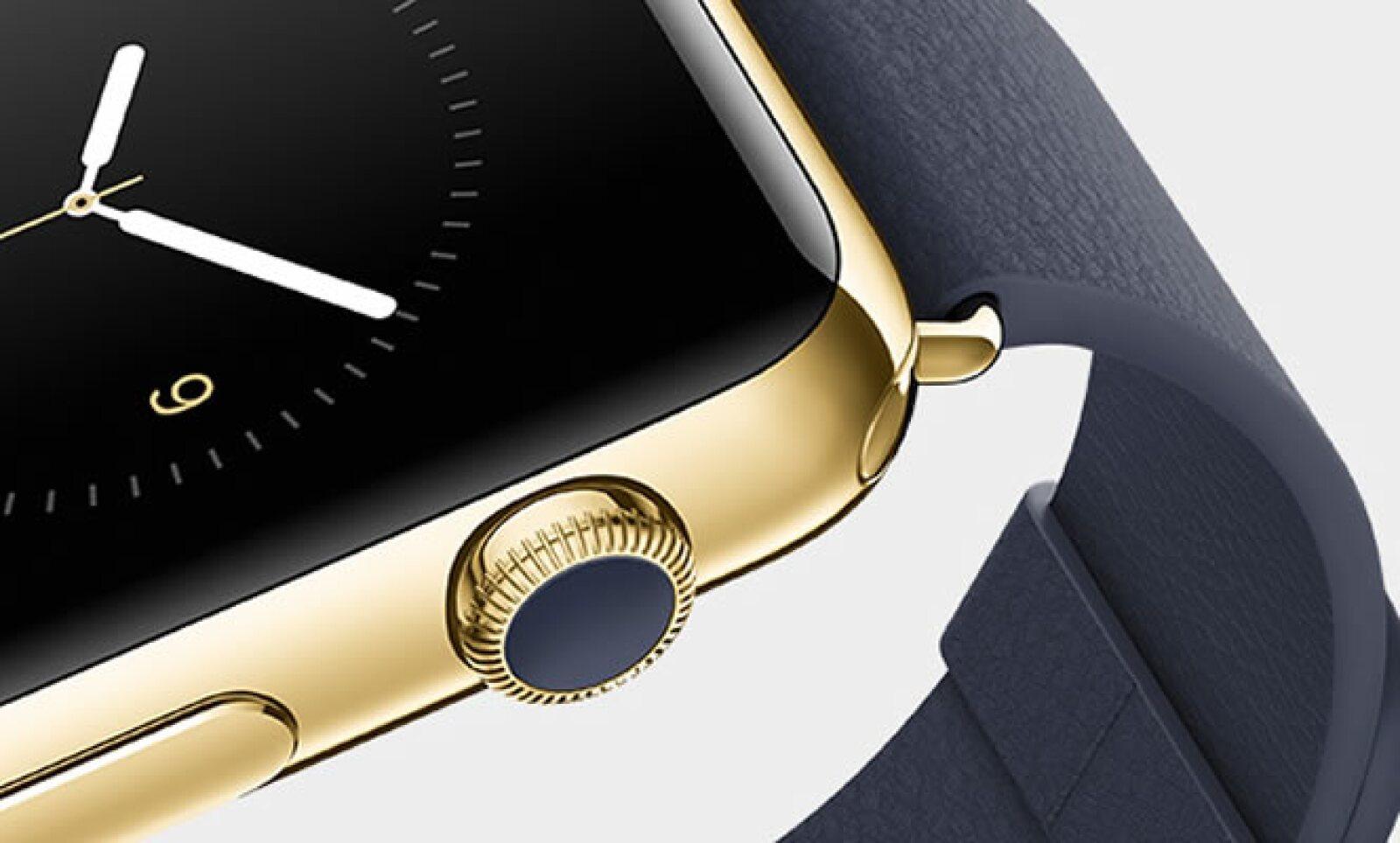 El reloj se mueve con una especie de botón que se encuentra a un costado.