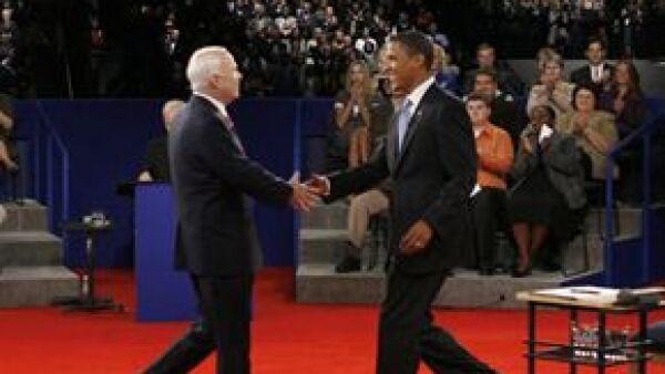 Los sondeos realizados después del encuentro entre el candidato demócrata y el republicano John McCain resultaron favorables para Barack.
