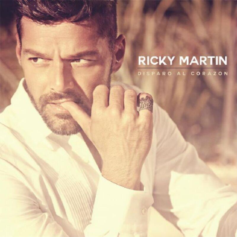 """El astro boricua sorprende con un nuevo hit en Estados Unidos, ya que su sencillo """"Disparo al Corazón"""" domina actualmente las listas latinas en el país."""