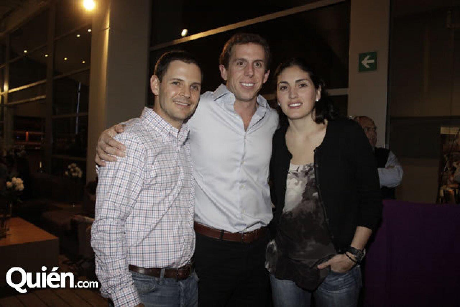 Larry Canalga y Ian y Ana Drunk